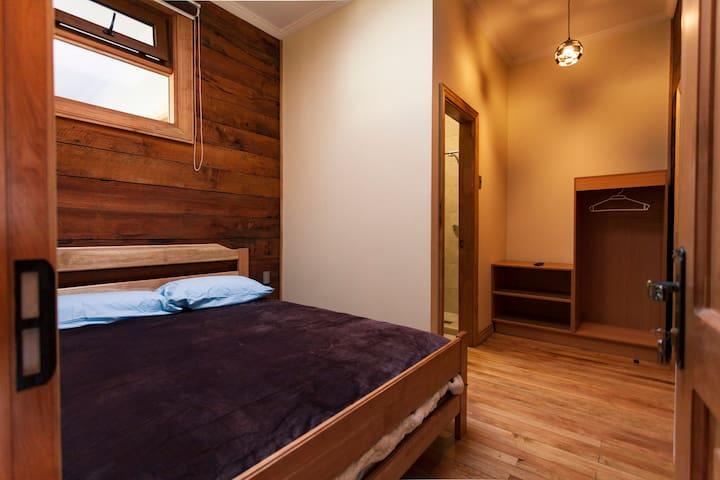Habitación doble y baño privado - cama matrimonial