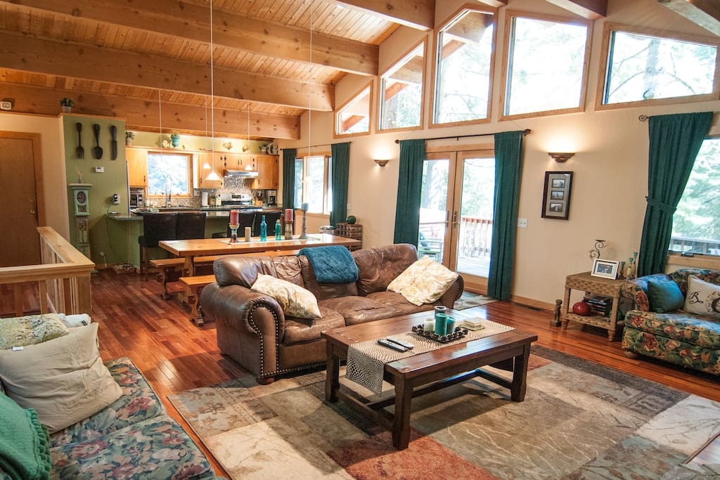 North lake tahoe cabin in the woods houses for rent in for Airbnb cabins california