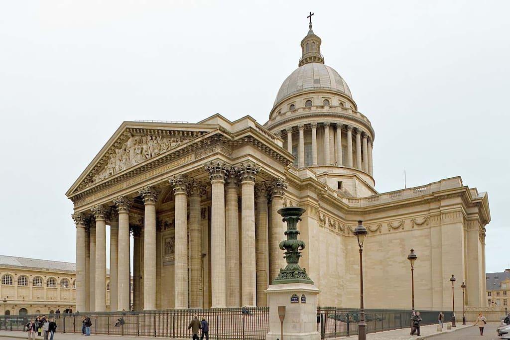 A 5 minutes du Panthéon...