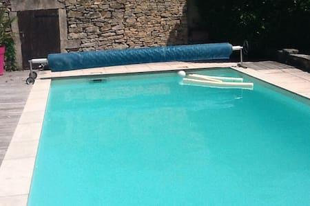 Grande maison avec piscine - Four - 独立屋