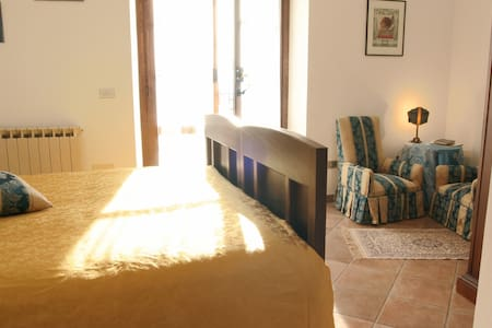 A romantic retreat near 5 Terre + breakfast! - Olivola - Aamiaismajoitus