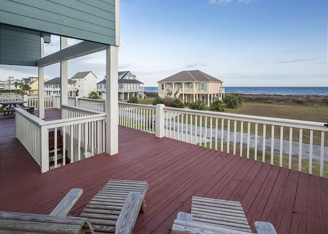 """Sea Life's Beauty"" in this Oceanview Beachhouse!"