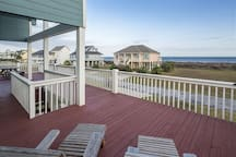 Relax on the deck with ocean views !