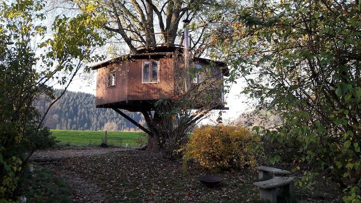 Siegtal - Baumhaus in der Natur, 700m vom Bahnhof