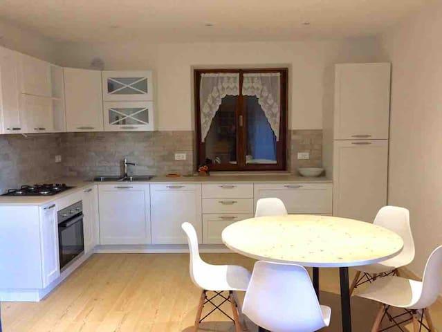 Nuovissimo appartamento di montagna a Costa