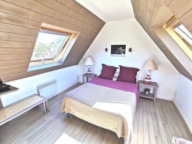 Chambre studio dépendance à l'étage de 20 m2 mansardée