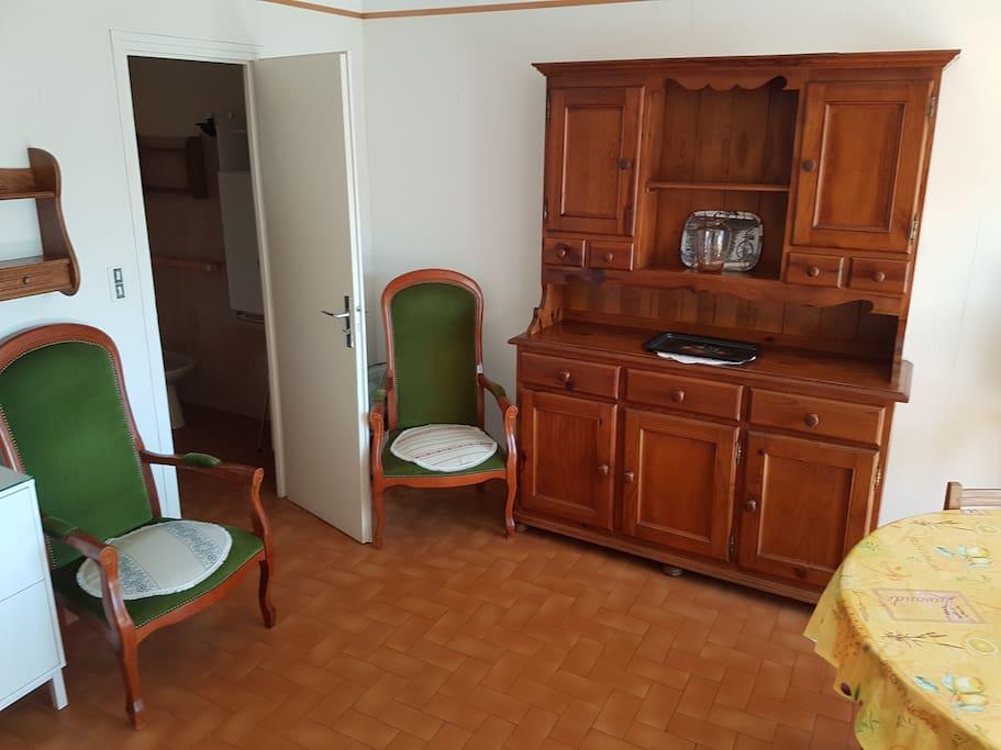 pièce principale et salle de bain