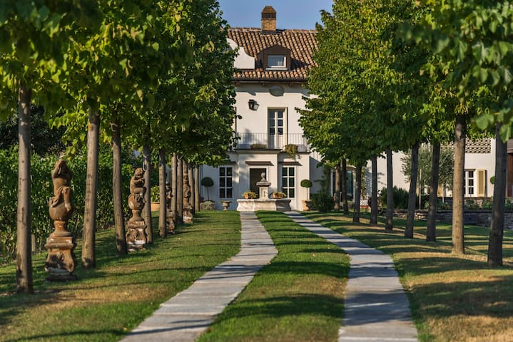 Villa San Marzano in Moscato Vineyards