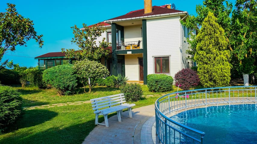 İstanbul 'un bahçesi Şile '  Havuzlu Saklı Villa'