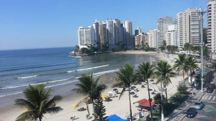 Guarujá - Quarto privativo 3 quadras da praia