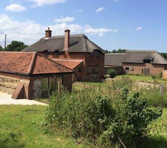 Beautiful Traditional Thatched Farm House - Ranworth - บ้าน
