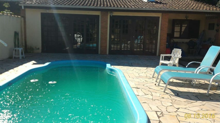 Casa Cananeia com piscina - Cananéia