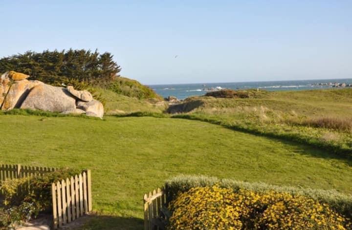 Villa face à la mer accès direct à la plage