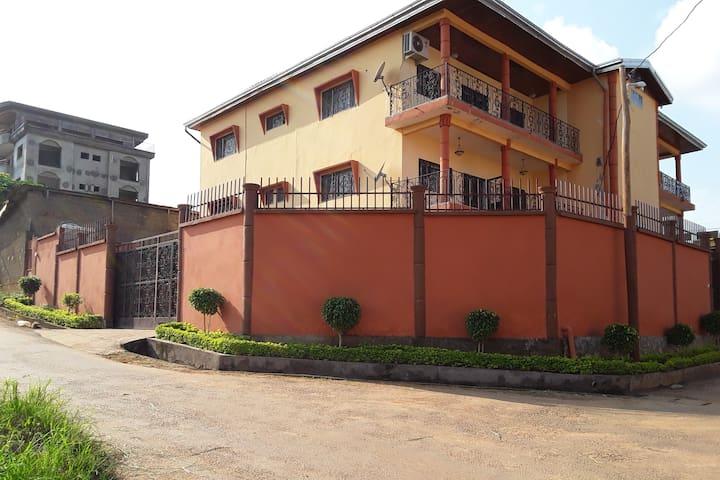 Appartement F2  à Emana,  Yaoundé 1er.