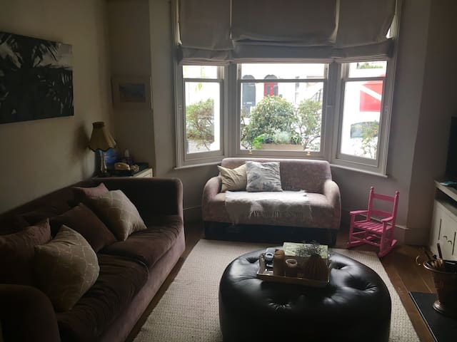London-beautiful & spacious family home. Chiswick. - Londres - Casa