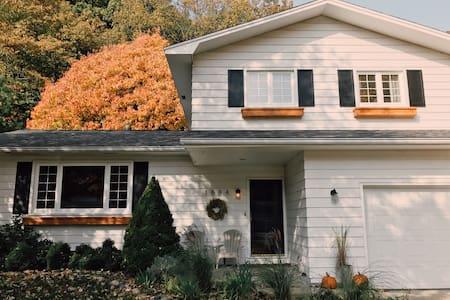 Charming Home: Lake Michigan Access - Norton Shores - Rumah