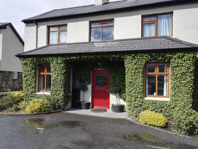 Moy Lodge - the closest B&B to the River Moy! - Foxford - Aamiaismajoitus