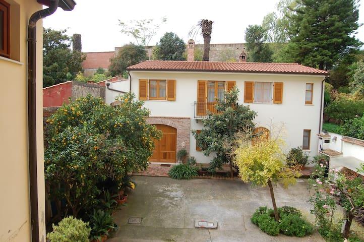 """""""L'arancio antico"""" casa ampia e  accogliente - Iglesias - Maison"""