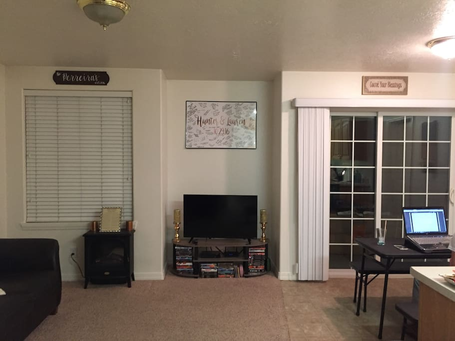 Cozy living room with Smart TV, Blue Ray Player, Cable, Free wifi through entire home
