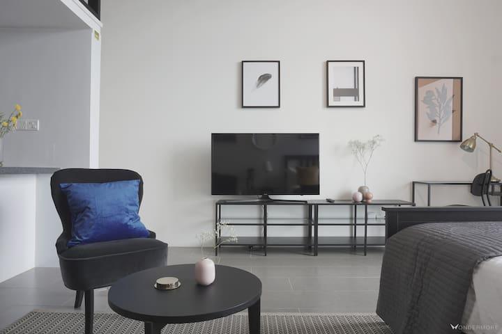 Lounge & TV