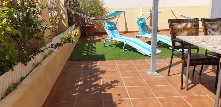 Terraza privada. Smart tv. Piscina. Barbacoa.