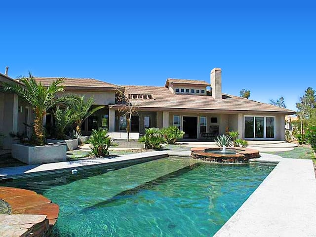 Luxury Modern Estate with Amazing Strip Views! - Las Vegas - Dům
