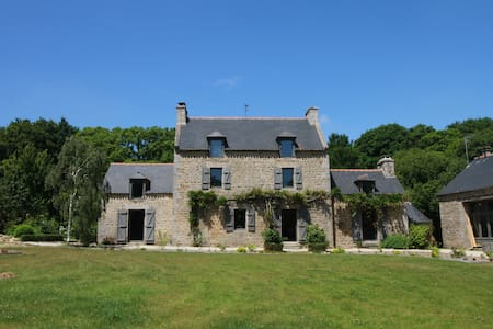 Gîte La Hunaudaye Domaine du Bois Riou. près Dinan - Quévert - 独立屋