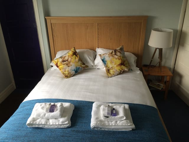 Lovely room near Gatwick Airport - Reigate - Dům