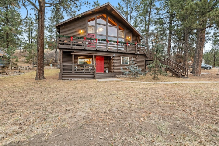 Comfortable Mountain Cabin With Easy Access to Skiing and Fishing!
