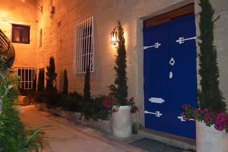 Loggia Mariposa Boutique Town House - Naxxar