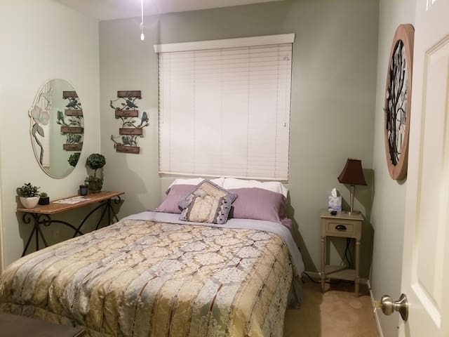 Bedroom/Bath Close to Beach/Pier/Harbor & Fwy