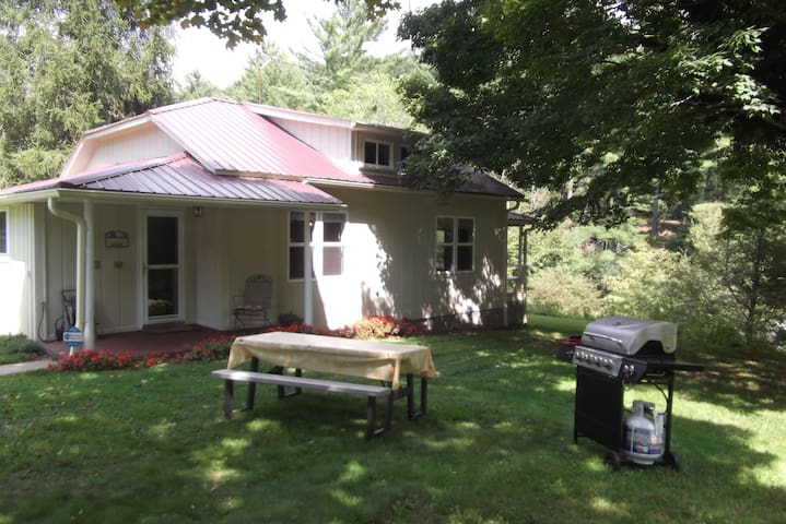 Comfortable Fully Renovated Mountain Cottage - Jefferson - Talo
