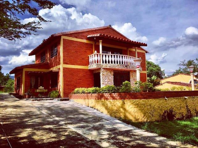 Cabaña campestre en San Gil con acceso a Piscina - San Gil - Alojamento ecológico