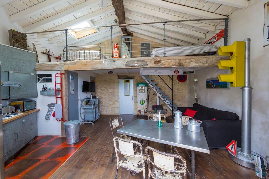 G te d cor industriel jardin et piscine 3 5 pers maisons for Piscine gauriaguet