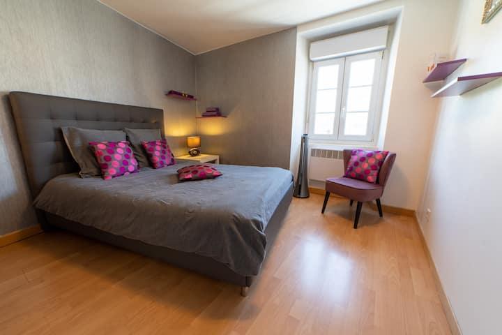 Chambre centre-ville, cuisine, salon | LAVALOC