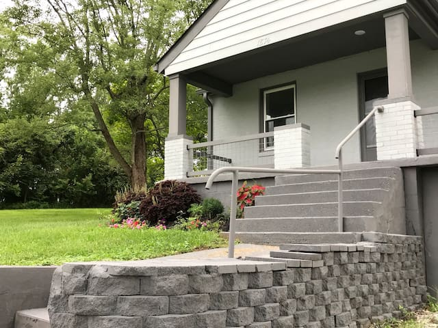 Nice front porch - but you can skip the steps and go in around back! No need to exert yourselves on your vacation!