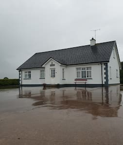 Barney Briens Lakeside Cottage