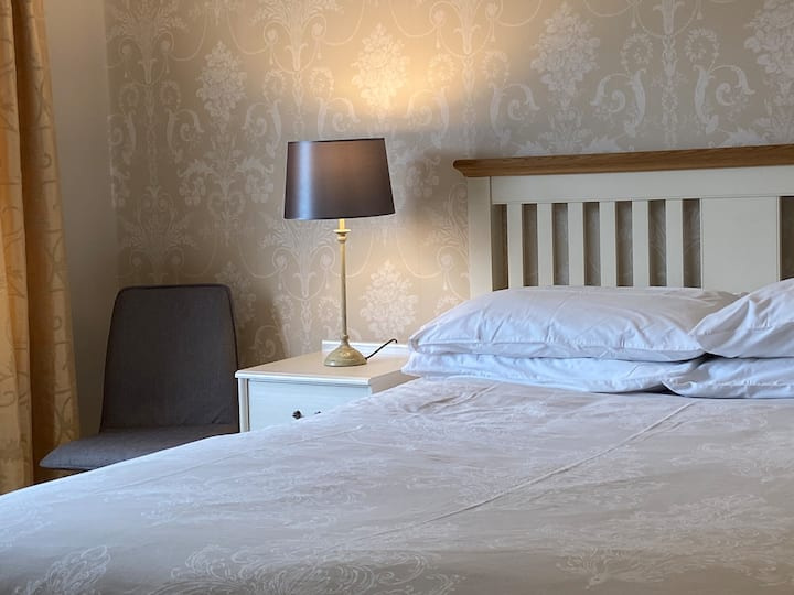 Spacious Double Room in Quiet Location - Northwich