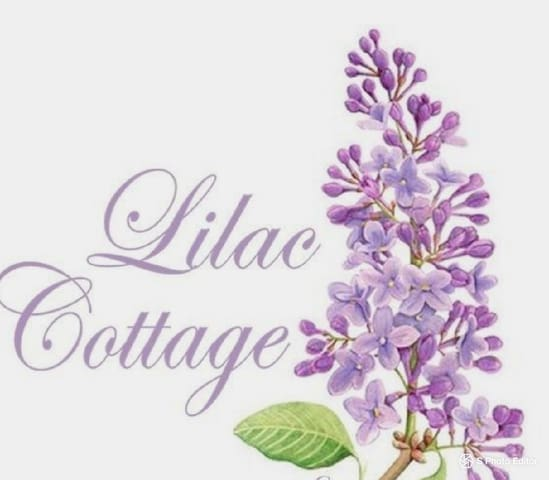 Lilac cottage by the Lake