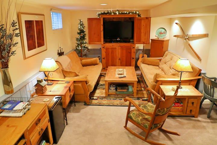Private 1 bedroom/bath suite  Boulder area.