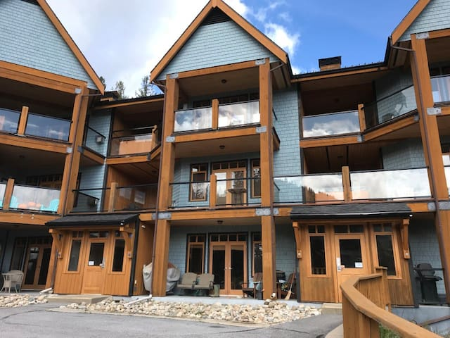 High end ski in/out condo at Red Mountain