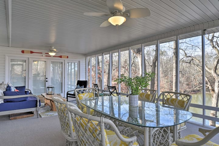 Large Lavonia Home w/ Party Dock on Lake Hartwell!