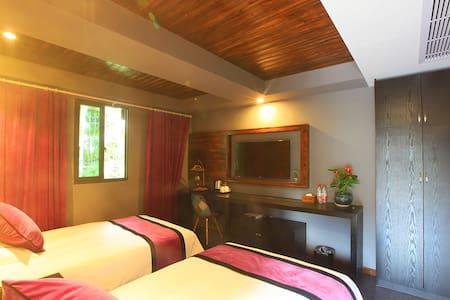 您西湖边的家临近雷峰塔、玉皇山、南屏晚钟、南山路206等月明双床带露台---西湖远近之间客栈 - Hangzhou