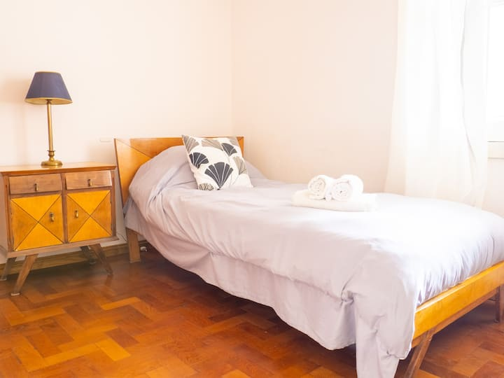Maruca. Fully furnished room for exchange students