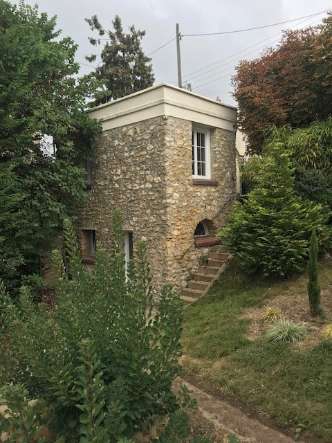 Guest House 45 minutes to Paris by train
