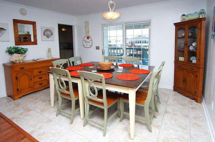 Chair,Furniture,Flooring,Indoors,Room