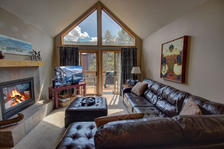 Snake River 31, BBQ, Fireplace, Hot Tubs, Vaulted Ceilings, Nice Master Suite!