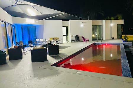 Elimah Houses by OneServices  Villa Piscine lagune