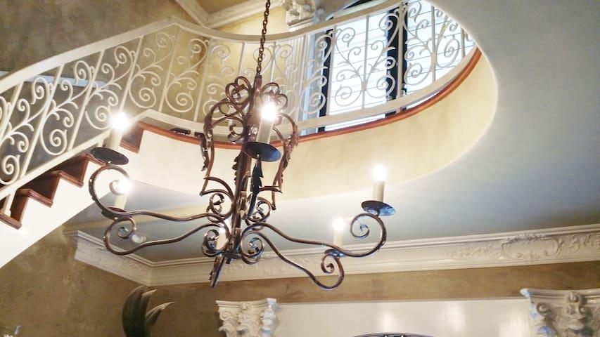 CASTLE & GARDENS Villa- Suite (D) Alexandria, la