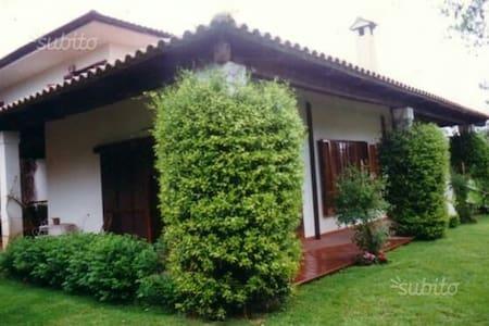 Accogliente appartamento in villa - テラチナ